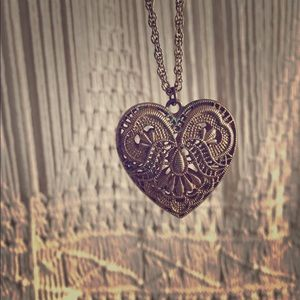 Vintage looking heart necklace